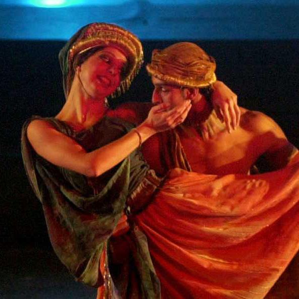 جوليا دومنا، فرقة إنانا للمسرح الراقص